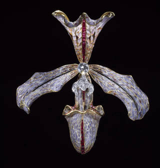 Photo of Hair ornament,  Philippe Wolfers, 1905 – 7. Museum no. M.11-1962. © Victoria and Albert Museum, London