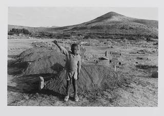 The salute of the banned African National Congress, at the graves of four assassinated black community leaders, Cradock, Eastern Cape, photograph by David Goldblatt, 1987. Museum no. E.112-1992. © Victoria and Albert Museum, London