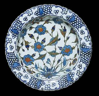 Dish, unknown, about 1560-1565, Turkey. Museum no. C.1983-1910. © Victoria and Albert Museum, London