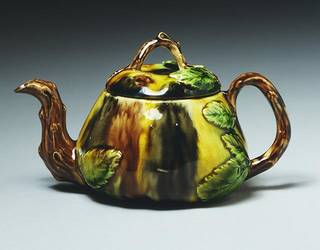 Teapot, Thomas Whieldon, about 1760, Staffordshire, England. Museum no. C.47-1938.© Victoria and Albert Museum, London