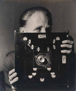 'Bill Brandt with his Kodak Wideangle camera', Laelia Goehr, 1945. Museum no. PH.67-1984. © Alexander Goehr