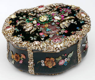 Photo of Snuffbox associated with King Frederick II of Prussia, after a design by Jean Guillaume Krüger, about 1765, Berlin, Germany. Museum no. Loan:Gilbert.414-2008. © The Rosalinde and Arthur Gilbert Collection on loan to the Victoria and Albert Museum, London