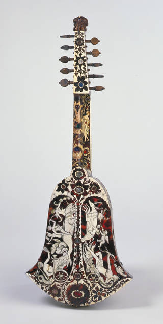Photo of Bell cittern, Joachim Thielke, about 1700, Germany. Museum no. 1122-1869. © Victoria and Albert Museum, London