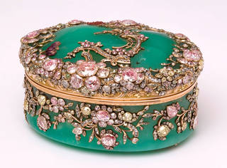 Chrysopase box with diamonds, associated with Frederick II, the Great, King of Prussia, about 1765, Berlin, Germany. Museum no. Loan:Gilbert.412-2008. © The Rosalinde and Arthur Gilbert Collection on loan to the Victoria and Albert Museum, London