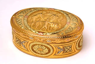 Box with George Michael Moser chased medallion, Paul Barbot, 1774 – 5, England. Museum no. Loan:Gilbert.391-2008. © The Rosalinde and Arthur Gilbert Collection on loan to the Victoria and Albert Museum, London