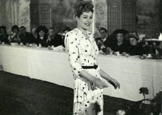 Photograph of a Rosalinde Gilbert Models fashion show, about 1946 – 8. © The Rosalinde and Arthur Gilbert Collection on loan to the Victoria and Albert Museum, London