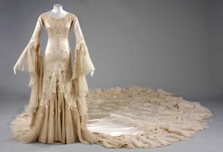 Wedding dress, Norman Hartnell, 1933, London, United Kingdom. Museum no. T.836-1974. © Victoria and Albert Museum, London