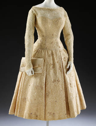 Wedding dress with matching satin clutch bag, Norman Hartnell, 1957, London, United Kingdom. Museum no. T.530-1996. © Victoria & Albert Museum, London