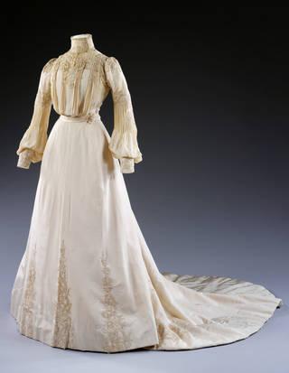 Wedding dress, Houghton & Dalton, 1902, London, England. Museum no. T.260-1990. © Victoria and Albert Museum, London