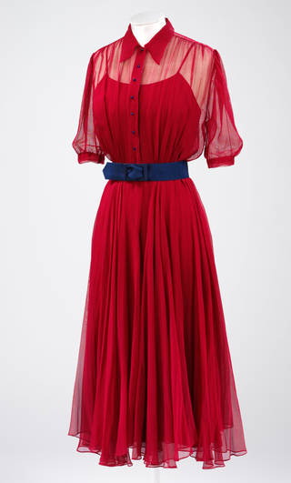 Wedding dress worn by Monica Maurice, 1938. Museum no.  T.716:1 to 3-1995. © Victoria & Albert Museum, London