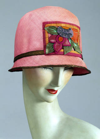 Photo of Hat, Kilpin Ltd, about 1925, England. Museum no. T.442-1977. © Victoria and Albert Museum, London