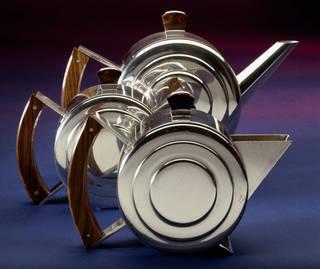 Tea service, Harry George Murphy, 1933 – 1934, England. Museum no. M.6 to 6b 1985. © Victoria & Albert Museum, London