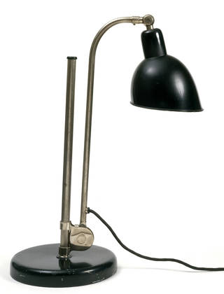 Dell-Lampe Type K, desk lamp, designed by Christian Dell, made by Zimmermann GmbH, 1929, Germany. Museum no. M.27-1992. © Victoria and Albert Museum, London