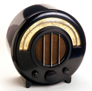 Ekco AD-65, wireless, designed by Wells Wintemute Coates, made by E.K.Cole Ltd, 1932, Uk. Museum no. W.23:1-1981. © Victoria and Albert Museum, London