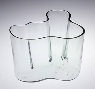 Savoy, vase, designed by Alvar Aalto, manufactured by Karhula. Museum no. C.226-1987. © Victoria and Albert Museum, London