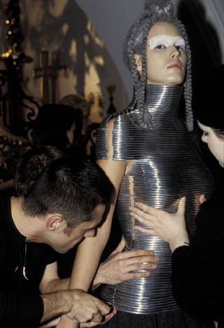 Coiled corset, Shaun Leane for Alexander McQueen, The Overlook, Autumn/Winter 1999, designed in Paris, made in Italy. Shown at V&A Fashion in Motion, October 2001. Image: © Victoria and Albert Museum, London