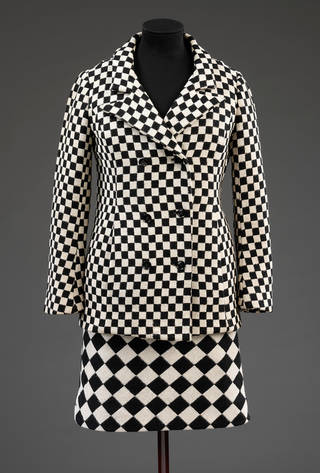 Black and white optical skirt suit, Foale and Tuffin, 1964, England. Museum nos T.43:1-2010/T.43:2-2010. © Victoria and Albert Museum, London