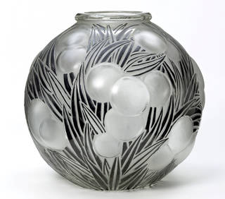 Oranges, vase, designed by René Jules Lalique, made by Lalique glassworks, 1926, France. Museum no. CIRC.377-1970. © Victoria and Albert Museum, London