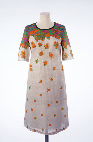 Paper dress, designed by Ossie Clark and Celia Birtwell, made by Ascher Ltd, 1966, UK. Museum no. T.261-1988. © Victoria and Albert Museum, London