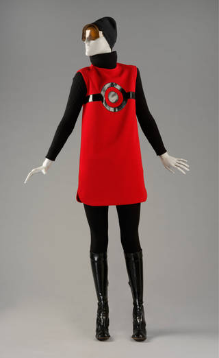 Photo of 'Cosmos' day ensemble, Pierre Cardin, 1967, France. Musuem no. T.75-T.75F-1974. © Victoria and Albert Museum, London