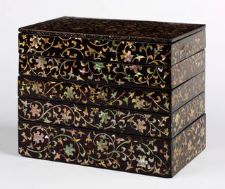 Photo of Side-dish lacquer box, 1550 – 1599, Korea. Museum no. W.43-1938. © Victoria and Albert Museum, London