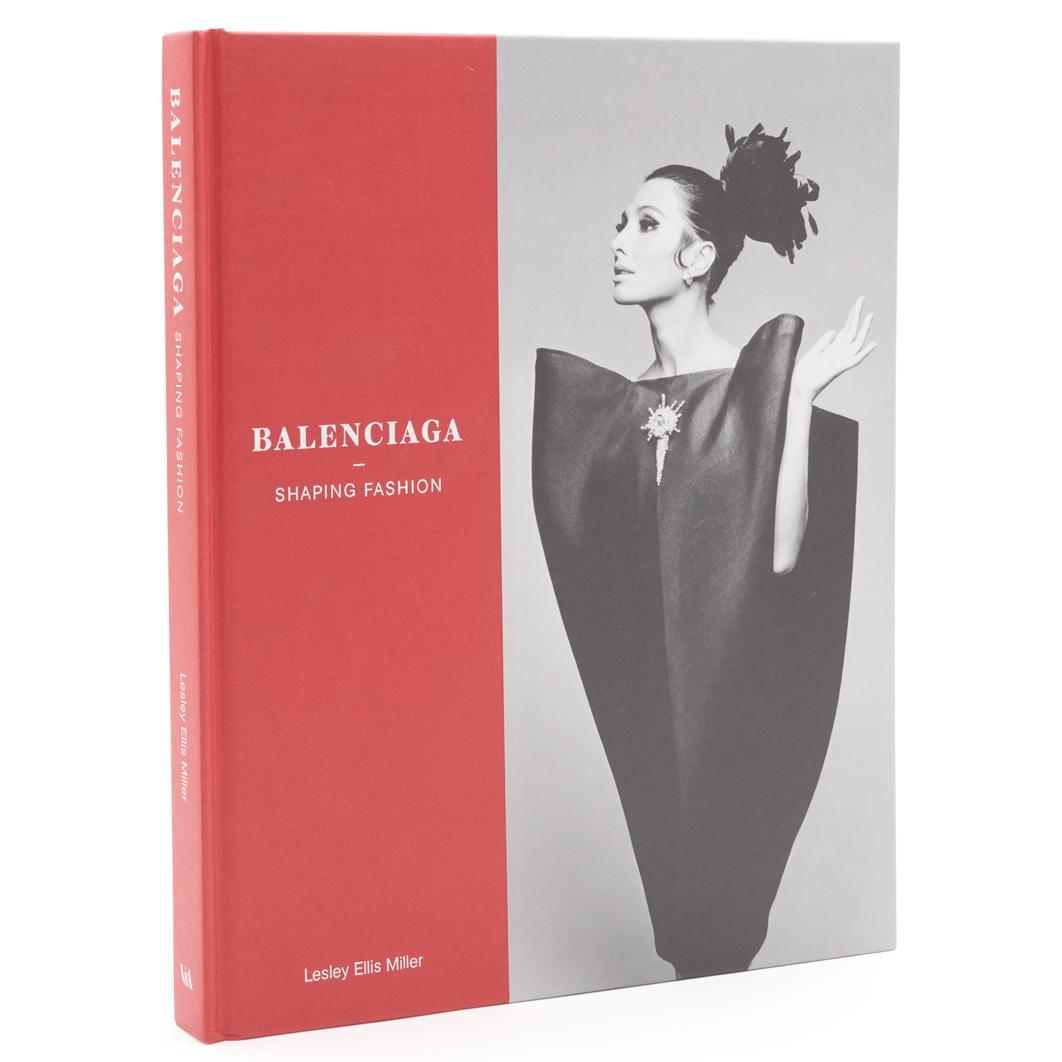 Balenciaga – Shaping Fashion