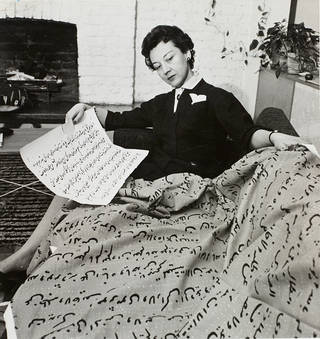 Lucienne Day with Script (1956) at Cheyne Walk. © Robin & Lucienne Day Foundation/photo: Central Office of Information