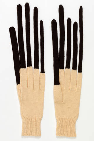 Peter, gloves, Freddie Robins, 1997 – 9, England. Museum no. T.620:1&2-1999. © Victoria and Albert Museum, London