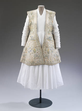 Photo of Hunting coat, unknown, about 1620 – 30, India. Museum no. IS.18-1947. © Victoria and Albert Museum, London