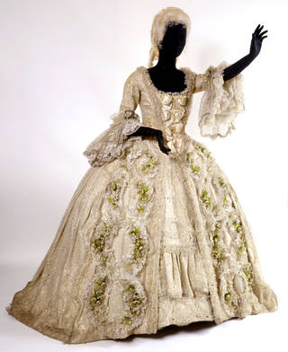 Costume for Sophie in Richard Strauss' opera Der Rosenkavalier, English National Opera, designed by David Walker, 1975, England. Museum no. S.263-1999. © Victoria and Albert Museum, London