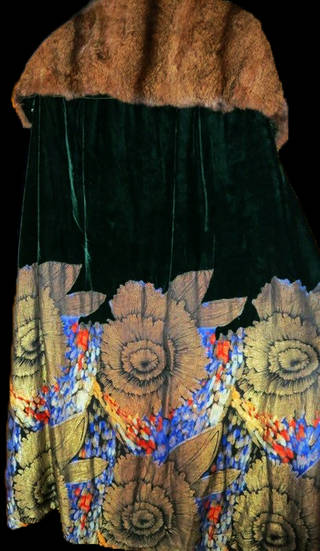 Opera Cloak, Liberty & Co. Ltd., 1928, England. Museum no. T.141-2014. © Victoria and Albert Museum, London