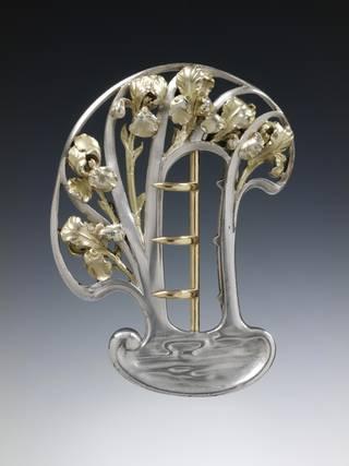 Buckle, René Jules Lalique, about 1897, France. Museum no. M.111-1966. © Victoria and Albert Museum, London