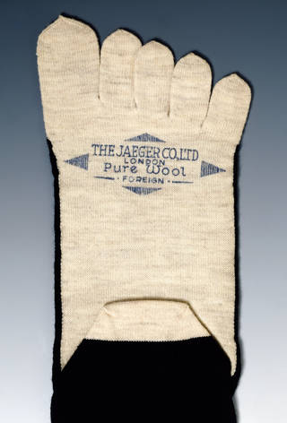 Sock, Jaeger, 1890 – 1910, Britain. Museum no. T.395:2-2001. © Victoria and Albert Museum, London