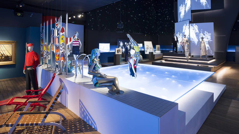 D Xl Exhibition : V a · the world s leading museum of art and design