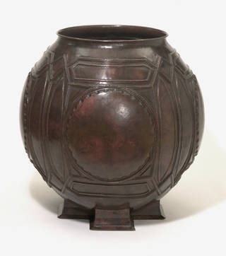 Photo of Urn, designed by Frank Lloyd Wright, made by James Miller, 1895 – 1902, US. Museum no. M.28-1992. © Victoria and Albert Museum, London