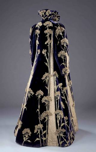 Photo of Coat, Marshall & Snelgrove Ltd, 1895 – 1900, England. Museum no. T.49-1962. © Victoria and Albert Museum, London