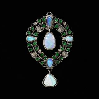Pendant, Georgie Cave Gaskin, about 1920, England. CIRC.222-1921. © Victoria and Albert Museum, London