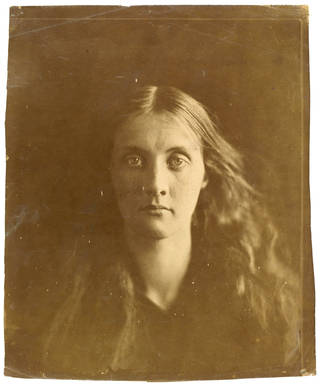 Photo of Julia Jackson, photograph by Julia Margaret Cameron, 1867, England. Museum no. PH.361-1981. © Victoria and Albert Museum, London