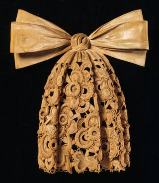 Photo of Carved cravat, Grinling Gibbons, about 1690, London, lime wood. Museum no. W.181:1-1928. © Victoria and Albert Museum, London
