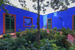 Exterior of La Casa Azul. Photograph by Bob Schalkwijk. © Frida Kahlo & Diego Rivera Archives. Bank of Mexico, Fiduciary in the Diego Rivera and Frida Kahlo Museum Trust.
