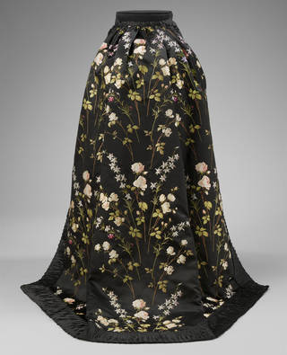 Train for a formal ensemble, brocaded silk, woven in France or Britain, 1895 – 1903, France or Britain. Museum no. T.35&A-1950. © Victoria and Albert Museum, London