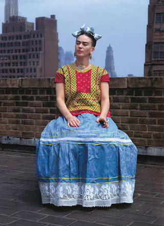 Frida Kahlo in New York, by Nickolas Muray, 1939. © Nickolas Muray Photo Archives.