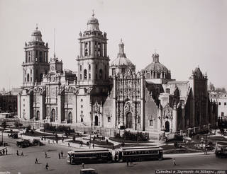 The Metropolitan Cathedral and Tabernacle, by Guillermo Kahlo, 1922, Mexico City. © Frida Kahlo & Diego Rivera Archives. Bank of Mexico, Fiduciary in the Diego Rivera and Frida Kahlo Museum Trust