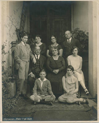 The Kahlo Calderón family (with Frida standing on the left), by Guillermo Kahlo, 7 February 1926, Coyoacán, Mexico. ©  The Vicente Wolf Collection