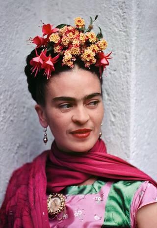 Frida in a magenta rebozo, by Nickolas Muray, 1938, Coyoacán, Mexico. © Nickolas Muray Photo Archives