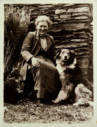Beatrix Potter with Kep at Hill Top, photographer unknown, 1913. Museum no. BP.1407, Linder Bequest cat. no. LB 2094. © Victoria and Albert Museum, London