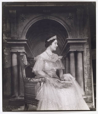 Photo of Queen Elizabeth, photograph by Cecil Beaton, 1939, England. Museum no. PH.971-1987. © Victoria and Albert Museum, London