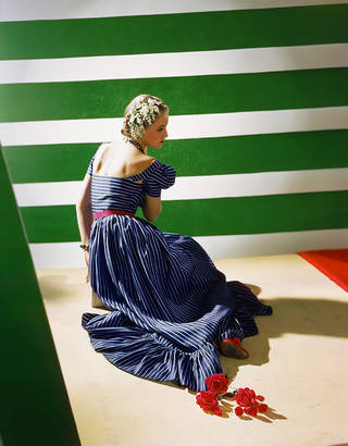 Photo of Dress by Hattie Carnegie, 1939. © Condé Nast/Horst Estate