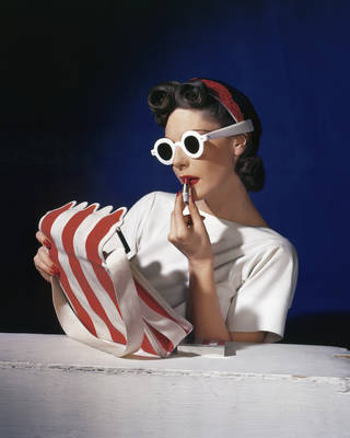 Photo of Muriel Maxwell, American Vogue cover, 1939 © Conde Nast, Horst Estate
