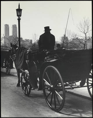 Carriage, Central Park, New York, photograph by Ilse Bing, photographed 1936, printed after 1936, gelatin silver print. Museum no. E.3052-2004. © Victoria and Albert Museum, London/Estate of Ilse Bing, courtesy Michael Mattis